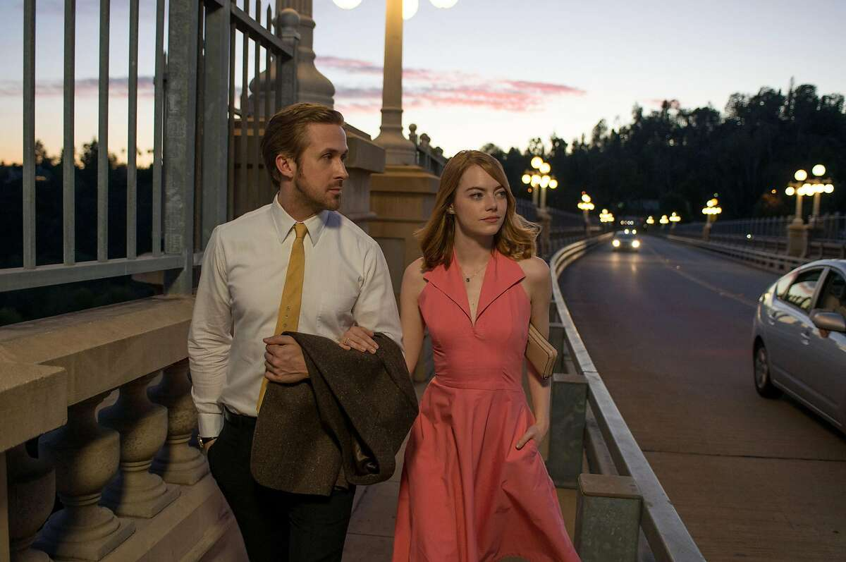 """Ryan Gosling as Sebastian and Emma Stone as Mia in a scene from the movie """"La La Land"""" directed by Damien Chazelle. (Dale Robinette/Lionsgate/TNS)"""