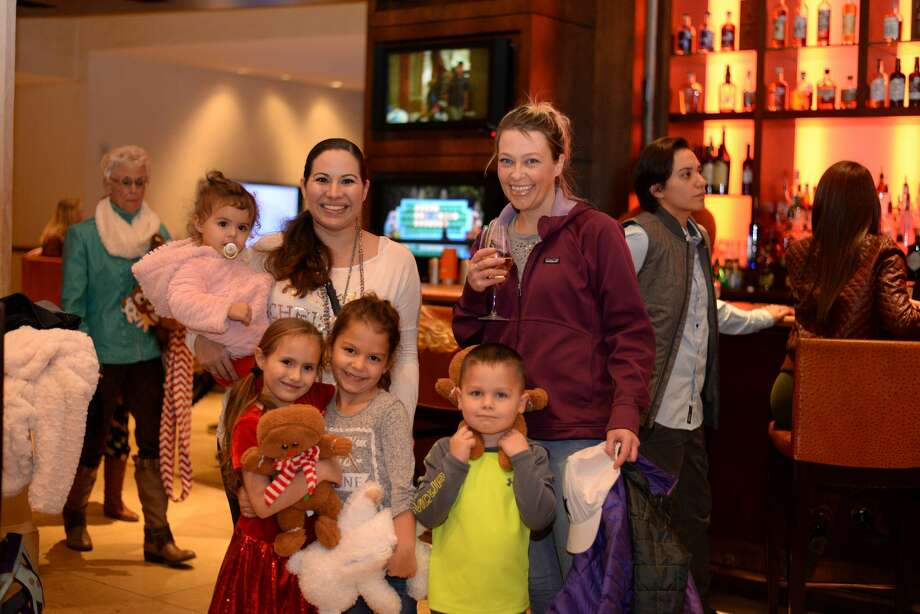 It was a country Christmas at the JW Marriott Hill Country Resort and Spa on Tuesday, Dec. 20, 2016, as guests gathered for s'mores, a crack at the JW holiday maze, lights and movies during the Countdown until Christmas celebration. Photo: Kody Melton, For MySA.com
