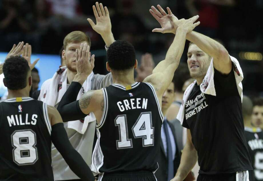 Spurs guard Danny Green (14) high-fives David Lee after hitting a 3-pointer against the Rockets during the fourth quarter at the Toyota Center on Dec. 20, 2016, in Houston. Photo: Brett Coomer /Houston Chronicle / © 2016 Houston Chronicle