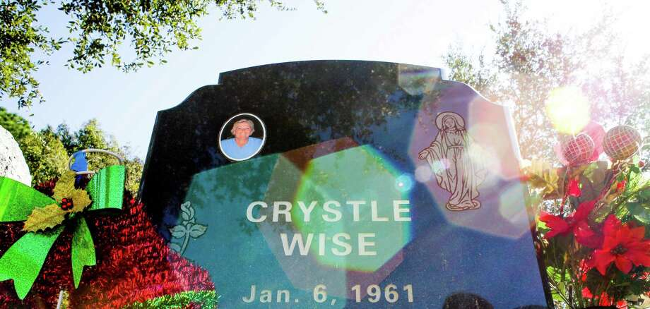 A headstone for Crystle Wise, a DuPont employee who died in 2014 during a poisonous gas leak that killed five people, sits in Greenlawn Memorial Park Friday, Dec. 9, 2016 in Groves. Photo: Michael Ciaglo, Houston Chronicle / © 2016  Houston Chronicle