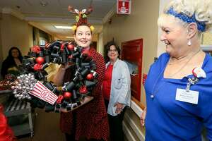 Beverly Roberts (right) watches as Emily Spicer looks for a place to hang the #1 vote-getter in the Express-News wreath-making contest in Morningside Ministries at The Manor, 2201 St. Cloud, on Saturday, Dec. 17, 2016.  MARVIN PFEIFFER/ mpfeiffer@express-news.net