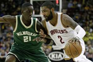 Irving, James lead Cavs to victory - Photo