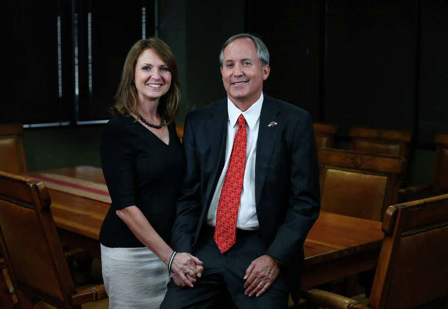 Texas Attorney General Ken Paxton, right, and his wife, Angela Paxton, pose for a portrait Wednesday, Sept. 21, 2016, in Austin. Photo: Jon Shapley, Houston Chronicle / © 2015  Houston Chronicle