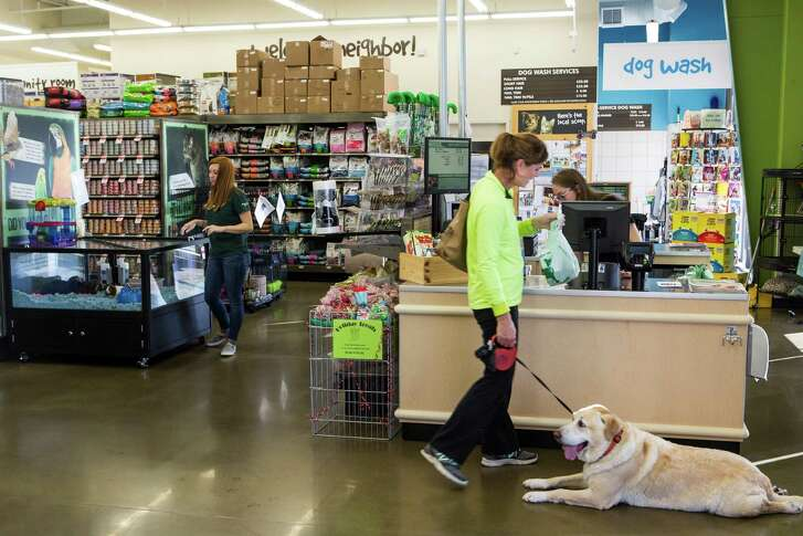 Customers browse at the Pet Supplies Plus in Katy. The Buchel family plans to open two more stores in the Houston area by 2018.