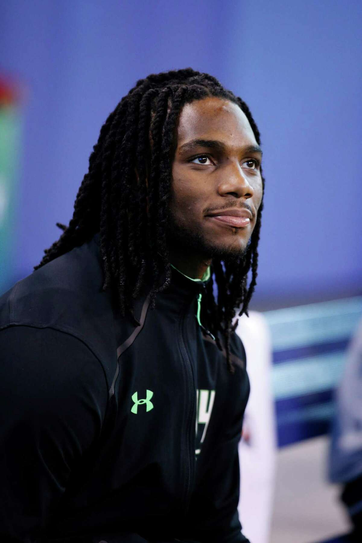 INDIANAPOLIS, IN - FEBRUARY 28: Injured linebacker Jaylon Smith of Notre Dame looks on during the 2016 NFL Scouting Combine at Lucas Oil Stadium on February 28, 2016 in Indianapolis, Indiana. (Photo by Joe Robbins/Getty Images)