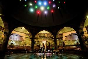 The soothing baths of Budapest - Photo