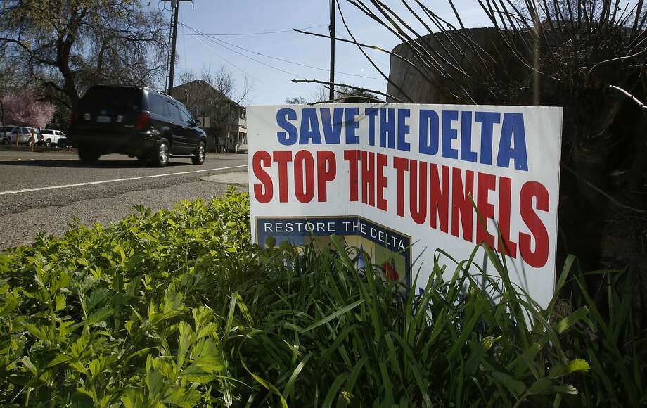 A sign opposing a proposed tunnel plan to ship water through the Sacramento-San Joaquin River Delta to Southern California is displayed near Freeport. Photo: Rich Pedroncelli, AP