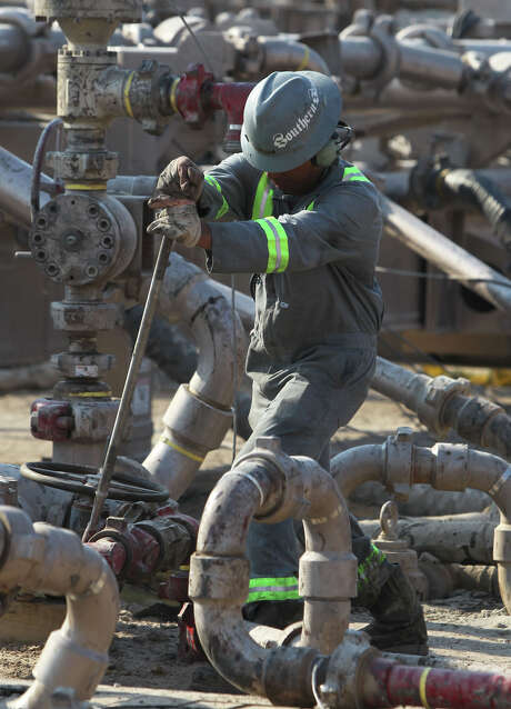 An oilfield employee works at a Talisman Energy fracking site near Cotulla, Texas in 2011. JOHN DAVENPORT/SAN ANTONIO EXPRESS-NEWS/jdavenport@express-news.net Photo: JOHN DAVENPORT, STAFF / HEARST NEWSPAPERS