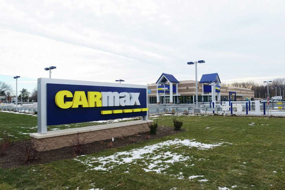 A view of the  CarMax showroom on Central Ave., seen here on Tuesday, Dec. 20, 2016, in Colonie, N.Y.    (Paul Buckowski / Times Union) Photo: PAUL BUCKOWSKI / 20039197A