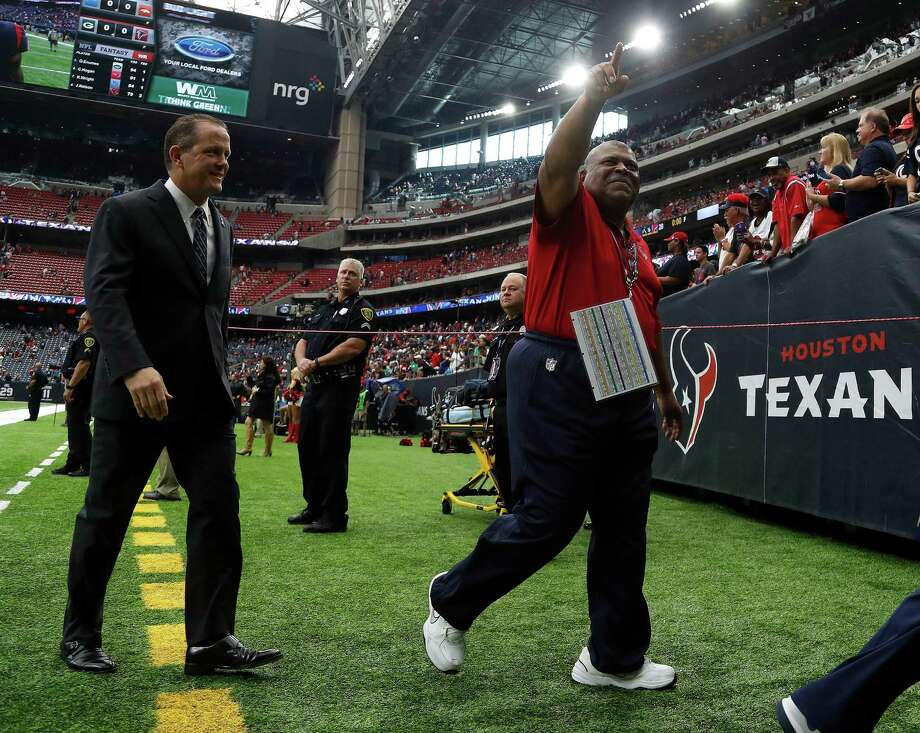 Yes, it's true, Romeo Crennel's Texans defense is ranked No. 1 in the NFL this week. Photo: Karen Warren, Staff Photographer / 2016 Houston Chronicle