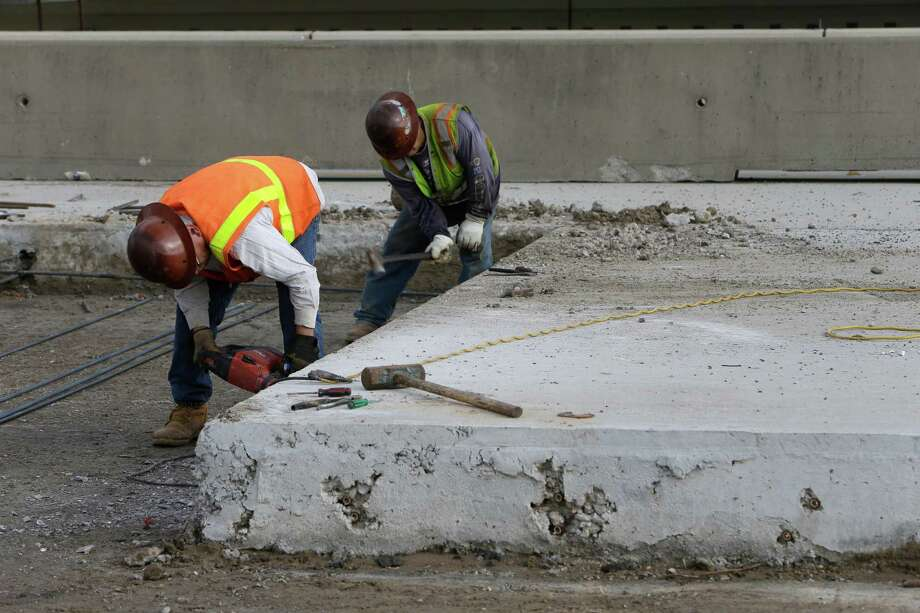 Workers have been rebuilding U.S. 290 since 2011, including new lanes along the westbound freeway on Dec. 13. Photo: Melissa Phillip, Staff / © 2016 Houston Chronicle