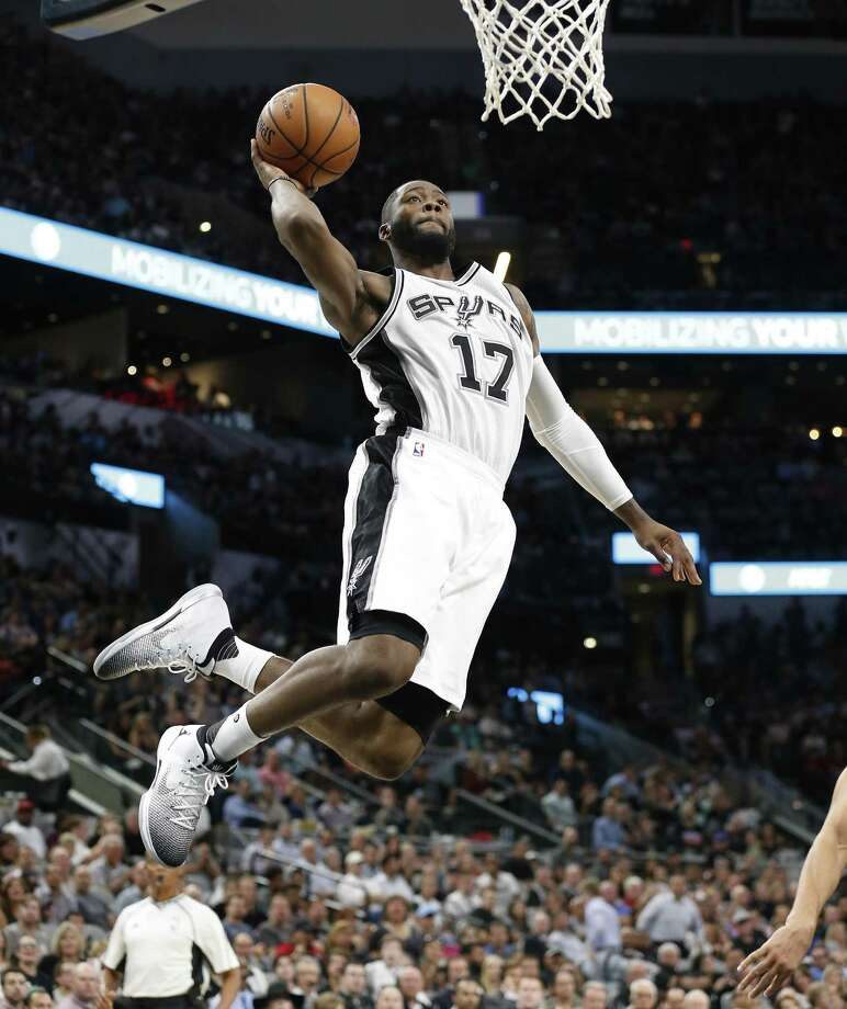 Spurs' Jonathon Simmons (17) goes for a dunk against the Utah Jazz during their game at the AT&T Center on Tuesday, Nov. 1, 2016. Jazz beats the Spurs, 106-91. (Kin Man Hui/San Antonio Express-News) Photo: Kin Man Hui, Staff / San Antonio Express-News / ©2016 San Antonio Express-News