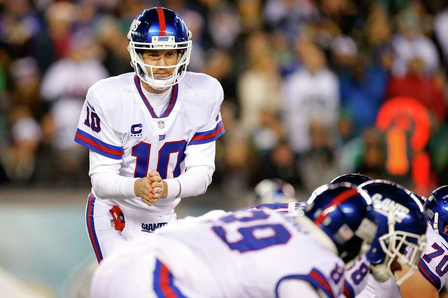 PHILADELPHIA, PA - DECEMBER 22:  Quarterback Eli Manning #10 of the New York Giants calls a play against the Philadelphia Eagles during the second quarter of the game at Lincoln Financial Field on December 22, 2016 in Philadelphia, Pennsylvania.  (Photo by Rich Schultz/Getty Images) ORG XMIT: 681238591 Photo: Rich Schultz / 2016 Getty Images