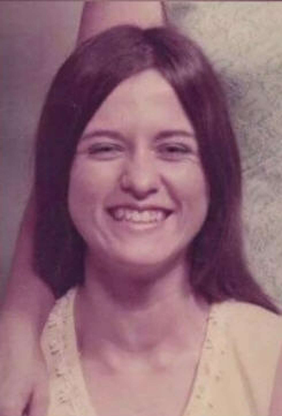 Texas woman vows to solve sister's cold case A Texas woman has vowed to solve the cold case of her sister's killing. Cheryl Lynn Springfield was found strangled to death at her home in Fort Worth on Christmas Day 1980. Her sister Jan Tunnell Webster, says she'll keep pressing until someone is punished for the slaying. Click through the gallery to see other unsolved mysteries.