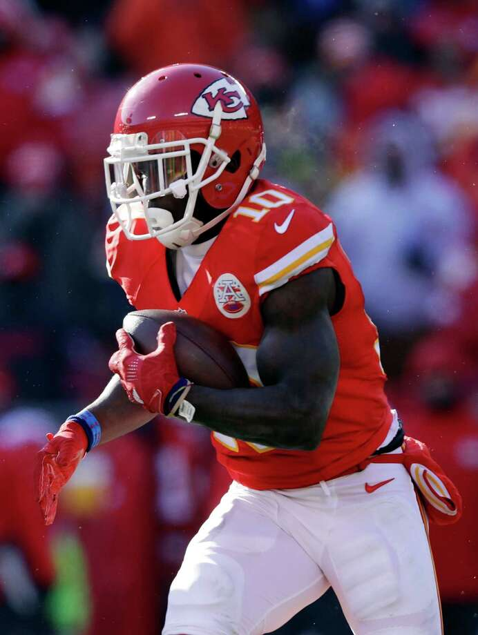 KANSAS CITY, MO - DECEMBER 18:  Tyreek Hill #10 of the Kansas City Chiefs carries the ball on the second play from scrimmage for a touchdown during the 1st quarter of the game against the Tennessee Titans at Arrowhead Stadium on December 18, 2016 in Kansas City, Missouri.  (Photo by Jamie Squire/Getty Images) ORG XMIT: 681236573 Photo: Jamie Squire / 2016 Getty Images