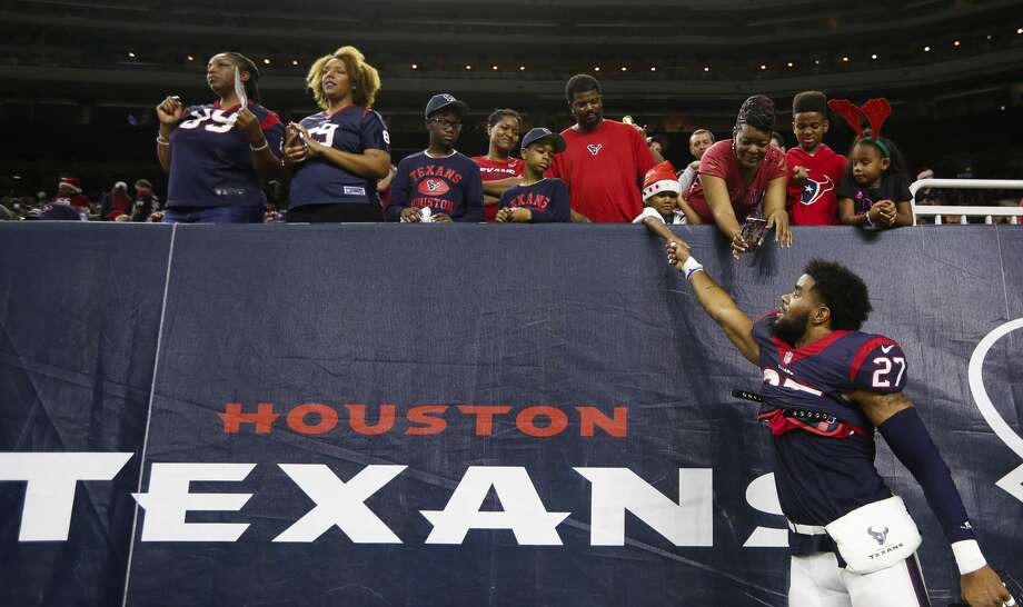 Houston Texans strong safety Quintin Demps (27) greets a fan before the start of an NFL football game at NRG Stadium, Saturday,Dec. 24, 2016 in Houston.  ( Karen Warren / Houston Chronicle ) Photo: Karen Warren/Houston Chronicle