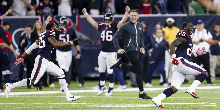 Houston Texans running back Alfred Blue (28) celebrates after Cincinnati Bengals kicker Randy Bullock (4) missed a field goal to give the Houston Texans a trip to the playoffs during the fourth quarter of an NFL football game at NRG Stadium on Saturday, Dec. 24, 2016, in Houston. ( Brett Coomer / Houston Chronicle ) Photo: Brett Coomer/Houston Chronicle
