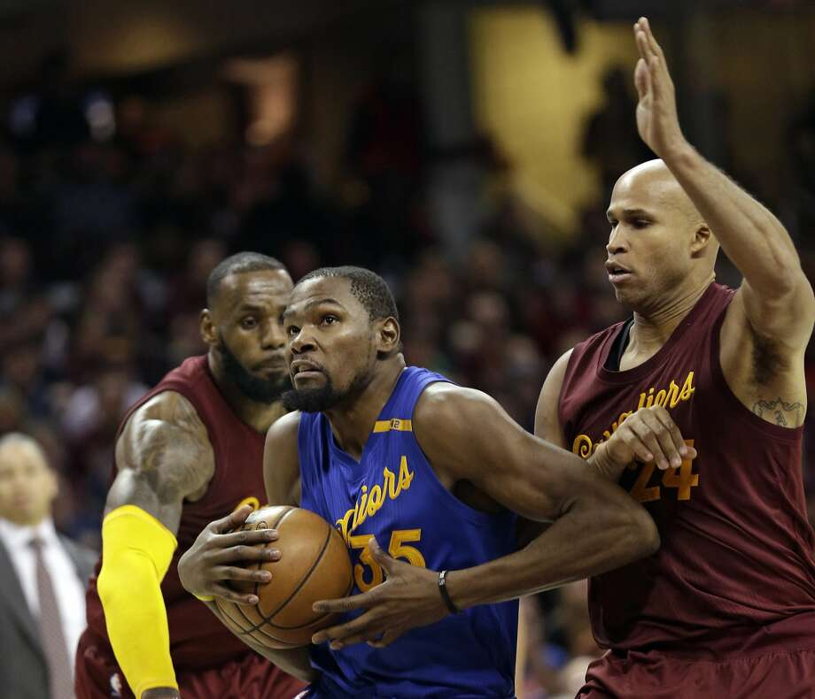 Golden State Warriors' Kevin Durant, left, drives to the basket against Cleveland Cavaliers' Richard Jefferson in the second half of an NBA basketball game, Sunday, Dec. 25, 2016, in Cleveland. The Cavaliers won 109-108. (AP Photo/Tony Dejak) Photo: Tony Dejak, Associated Press