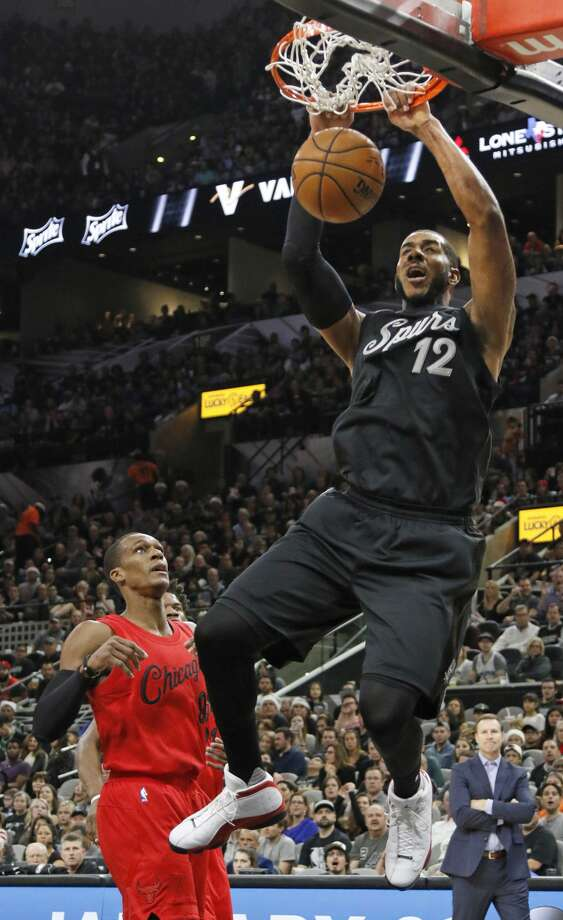 SAN ANTONIO,TX - DECEMBER 25:  LaMarcus Aldridge  #12 of the San Antonio Spurs dunks in front of Rajon Rondo #9 of the Chicago Bulls at AT&T Center on December 25, 2016 in San Antonio, Texas.  NOTE TO USER: User expressly acknowledges and agrees that , by downloading and or using this photograph, User is consenting to the terms and conditions of the Getty Images License Agreement. (Photo by Ronald Cortes/Getty Images) Photo: Ronald Cortes/Getty Images