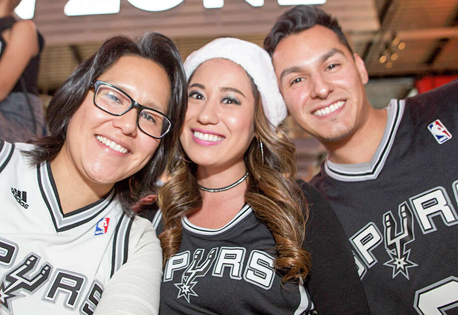 Spurs fans got an awesome Christmas gift Sunday, Dec. 25, 206, as they spent the holiday with their favorite team while the boys in Black and Silver beat the Bulls by 19 at the AT&T Center. Photo: By B. Kay Richter, For MySA