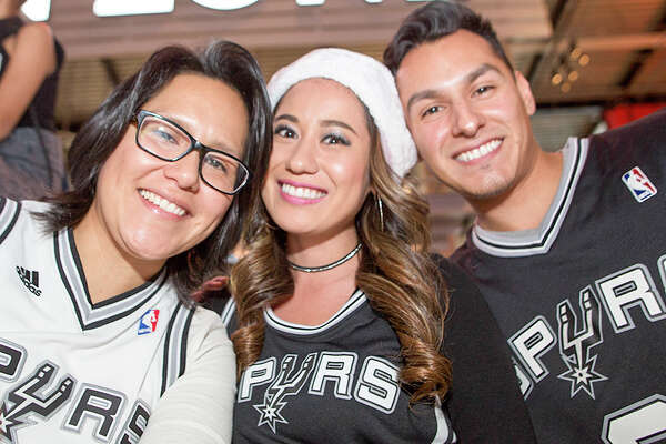 Spurs fans got an awesome Christmas gift Sunday, Dec. 25, 206, as they spent the holiday with their favorite team while the boys in Black and Silver beat the Bulls by 19 at the AT&T Center.
