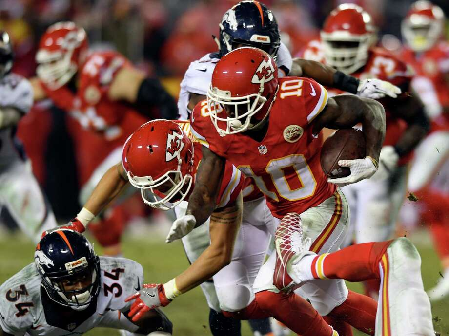 KANSAS CITY, MO - DECEMBER 25:  Tyreek Hill #10 of the Kansas City Chiefs carries the ball during the game against the Denver Broncos at Arrowhead Stadium on December 25, 2016 in Kansas City, Missouri.  (Photo by Reed Hoffmann/Getty Images) ORG XMIT: 681237437 Photo: Reed Hoffmann / 2016 Getty Images