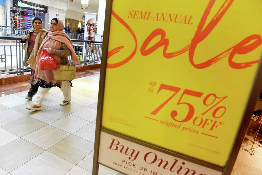 Shoppers look for deals on Monday, Dec. 26, 2016, at Colonie Center in Colonie, N.Y. (Cindy Schultz / Times Union) Photo: Cindy Schultz / Albany Times Union