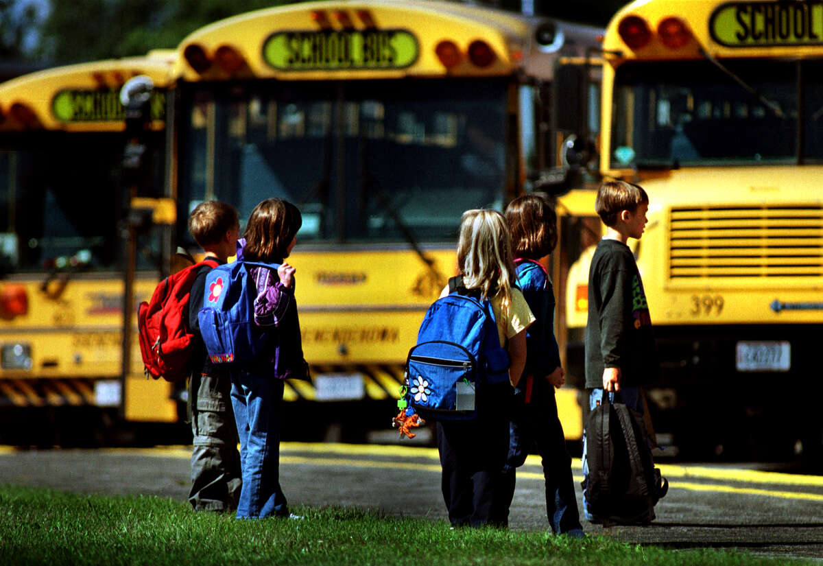 Times Union Staff Photo by Michael P. Farrell- SHENENDEHOWA elementary school children wait to board a school bus at days end Wednesday September 6, 2000 in Clifton Park , New York. ( to be generic illustration for Karlin Albany bus Story)