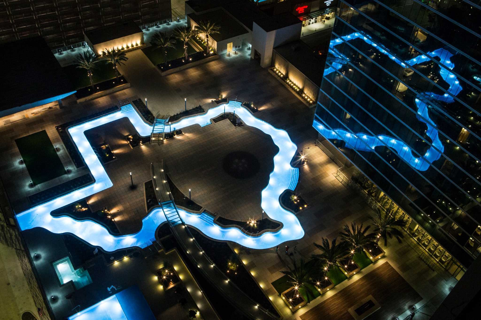 Marriott Marquis Houston Debuts Texas Shaped Pool In Grand Opening