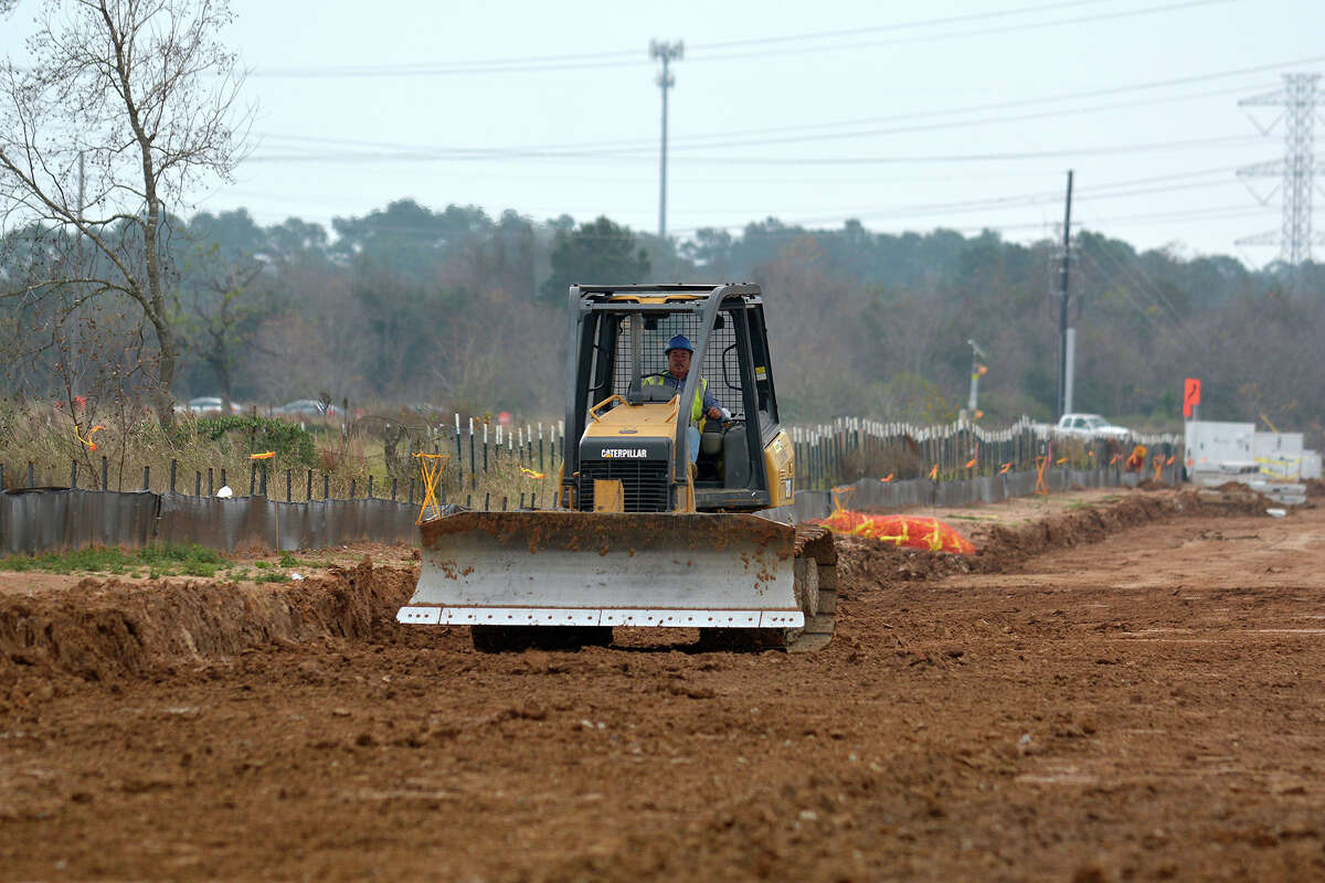 Construction continues along the Grand Parkway West between Gosling and Kuykendahl Roads. (Photo by Jerry Baker/Freelance)