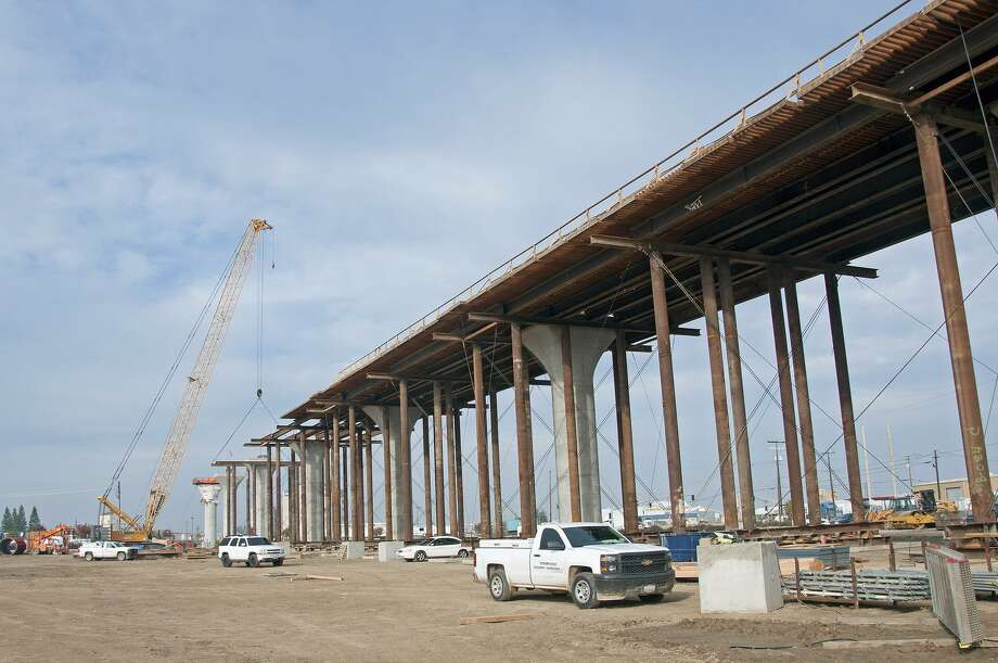 California High-Speed Rail construction of the Fresno River Viaduct in the Central Valley. Aerial structures similar to these might be built in Fairfield County for Amtrak trains, roughly following Interstate 95. Photo: California High-Speed Rail Authority / Contributed Photo / Connecticut Post Contributed
