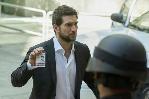 """""""The Return"""" -Top crisis and hostage negotiator Eric Beaumont uses his insight into human behavior to resolve the most difficult kidnap and ransom cases, and save lives, on the series premiere of RANSOM, Sunday, Jan. 1, 2017 (8:30-9:30 PM, ET/8:00-9:00 PM, PT) on the CBS Television Network. Luke Roberts, Sarah Green, Brandon Jay McLaren and Nazneen Contractor star in the new drama inspired by the real-life professional experiences of world-renowned crisis negotiator Laurent Combalbert and his partner, Marwan Mery. Pictured: Luke Roberts (Eric Beaumont) Photo: Steve Wilkie/eOne © 2016 Ransom Television Productions Inc. and Wildcats Productions. All rights reserved in the U.S. only"""