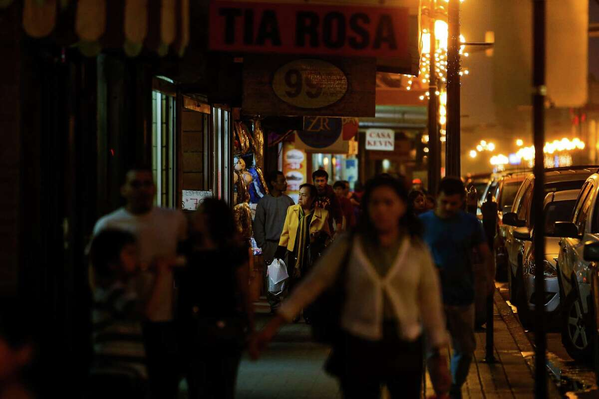 Shoppers walk back toward the border after shopping Thursday, Dec. 15, 2016 in Brownsville. Store owners in border towns such as Brownsville and McAllen are noticing a drop in sales as the peso declines in value against the US dollar. ( Michael Ciaglo / Houston Chronicle )