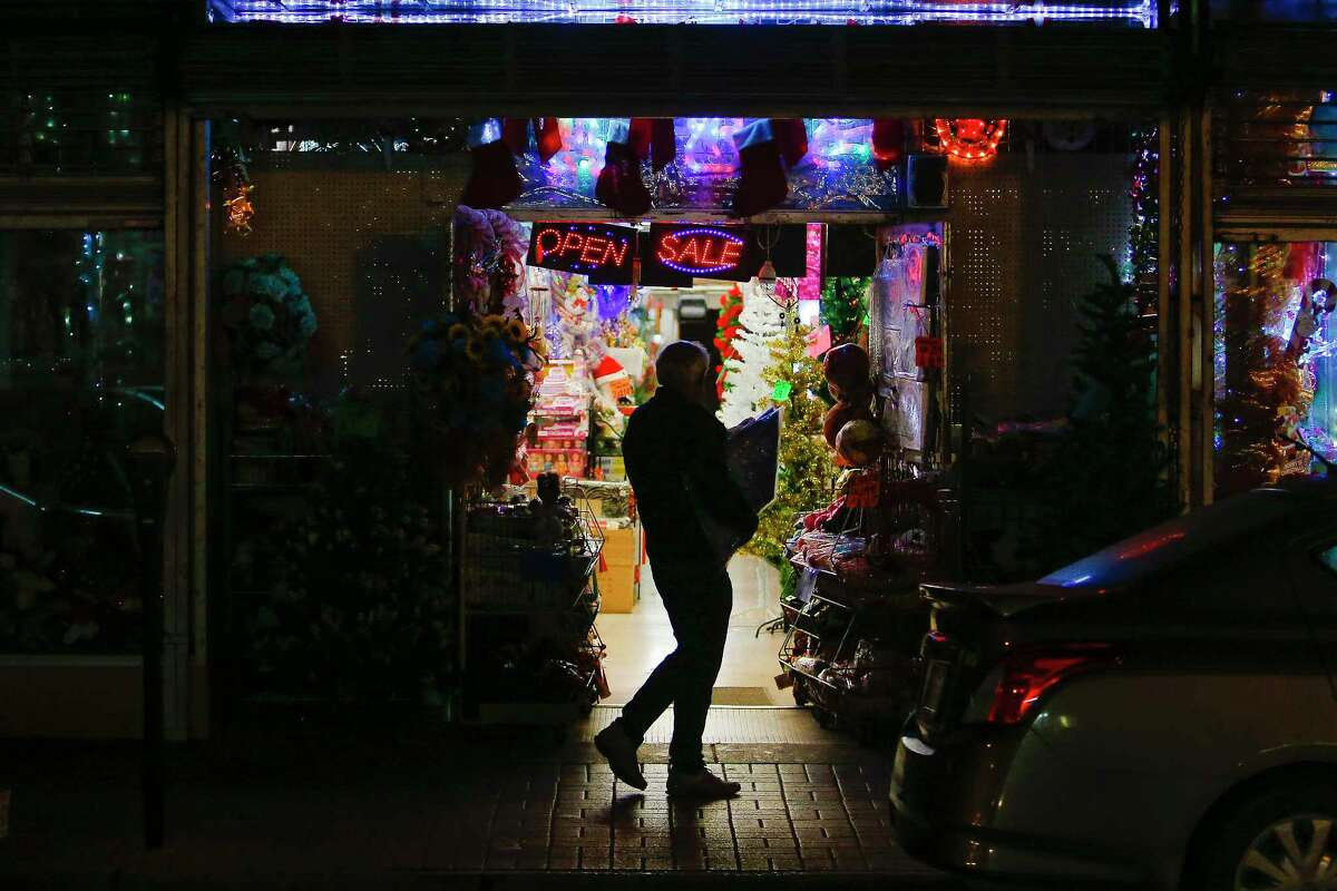 A man walks back toward the border after shopping Thursday, Dec. 15, 2016 in Brownsville. Store owners in border towns such as Brownsville and McAllen are noticing a drop in sales as the peso declines in value against the US dollar. ( Michael Ciaglo / Houston Chronicle )