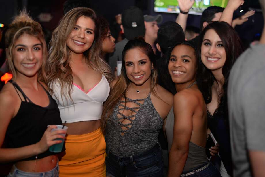 A huge crowd showed up to Cantina Sports Bar & Grill's Last Tuesday of 2016 Pre-New Years Eve Party on Dec. 27, 2016. Photo: Kody Melton For MySA.com