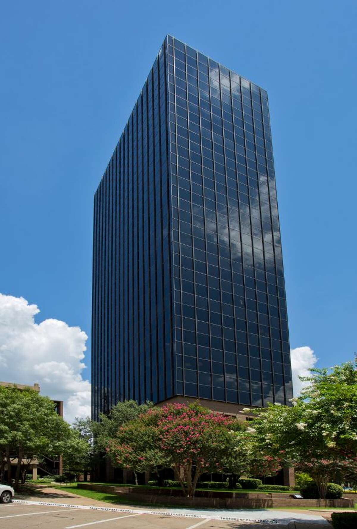Hartman Short Term Income Properties XX, Inc., has purchased the Three Forest Plaza office tower in the Park Central area of Dallas.