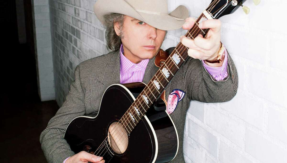 Dwight Yoakam arrives at the Arena Theatre with new song in tow.