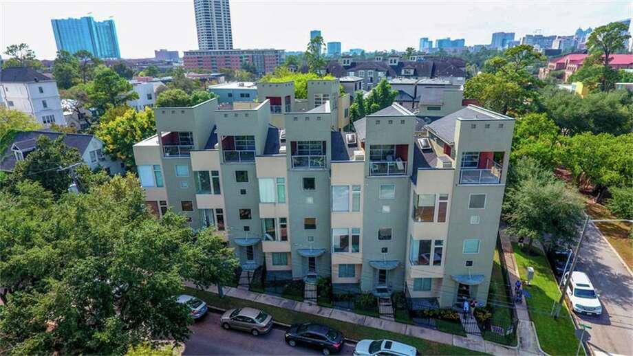 Houston1608 Calumet: $490,000 / 2,634 square feet Photo: Houston Association Of Realtors