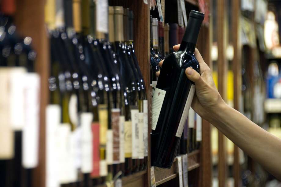 How do you shop for wine? What do you get from the labels? Photo: Getty Images