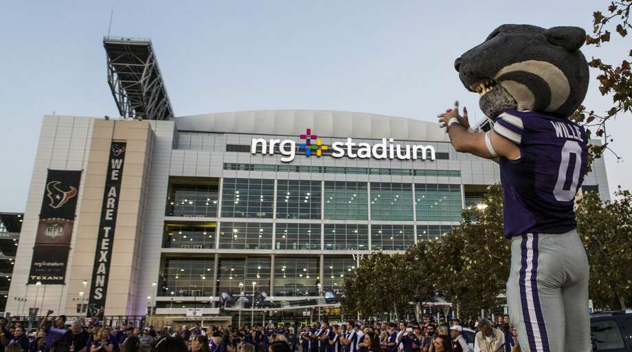 Academy Sports + Outdoors Texas Bowl organizers will have to work around a pair of Texans homes games before the Missouri-Texas matchup. Photo: Brett Coomer/Houston Chronicle