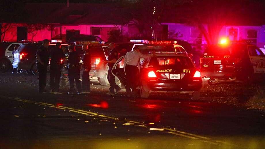 San Antonio police investigate the scene of an alleged home invasion Wednesday December 28, 2016 on South Brownleaf. Photo: John Davenport, Staff / San Antonio Express-News / ©San Antonio Express-News/John Davenport