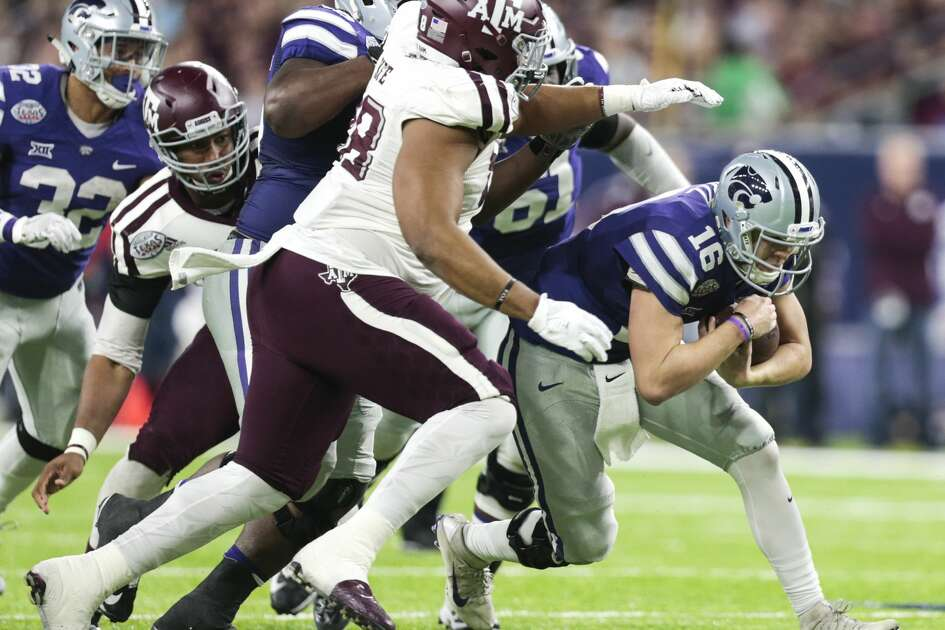 Kansas State quarterback Jesse Ertz (16) is caught by Texas A&M defensive lineman Kingsley Keke (88) as he scrambles out of the pocket during the second quarter of the Advocare V100 Texas Bowl at NRG Stadium on Wednesday, Dec. 28, 2016, in Houston. ( Brett Coomer / Houston Chronicle )