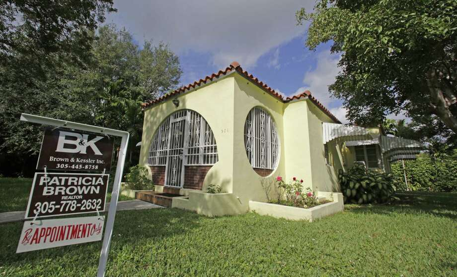 Freddie Mac reported the rate on 30-year fixed-rate loans rose to an average 4.32 percent, a sharp increase from the 2016 average of 3.65 percent. Photo: Alan Diaz /Associated Press / Copyright 2016 The Associated Press. All rights reserved.