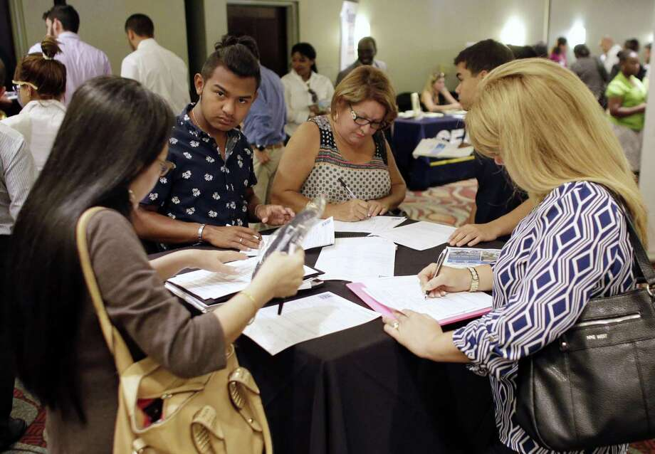 Jobless claims declined by 10,000 to 265,000 in the week that ended Christmas Eve, a Labor Department report showed Thursday. Filings have been below 300,000 for 95 straight weeks — the longest streak since 1970 and a level economists say is typical for a healthy labor market. Photo: Lynne Sladky /Associated Press / Copyright 2016 The Associated Press. All rights reserved. This material may not be published, broadcast, rewritten or redistribu