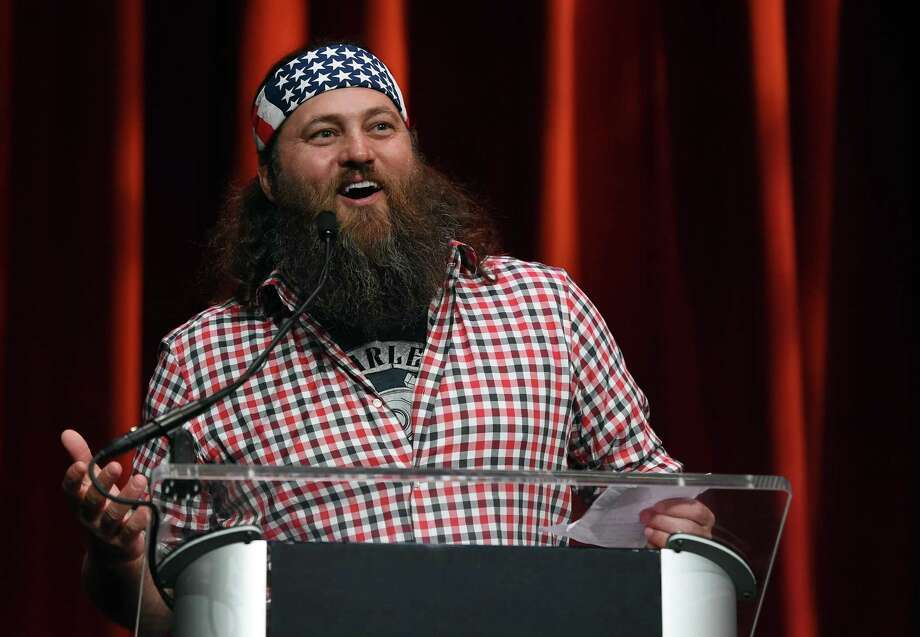 """Duck Dynasty"" personality Willie Robertson introduces then GOP presidential candidate Donald Trump at the Outdoor Sportsman Awards last January in Las Vegas. Robertson was also at the GOP Convention last summer. There were not many ""A-listers"" at the convention, and the same seems to be holding true for the upcoming presidential inauguration. A reader has a suggestion. Photo: Ethan Miller /Getty Images / 2016 Getty Images"