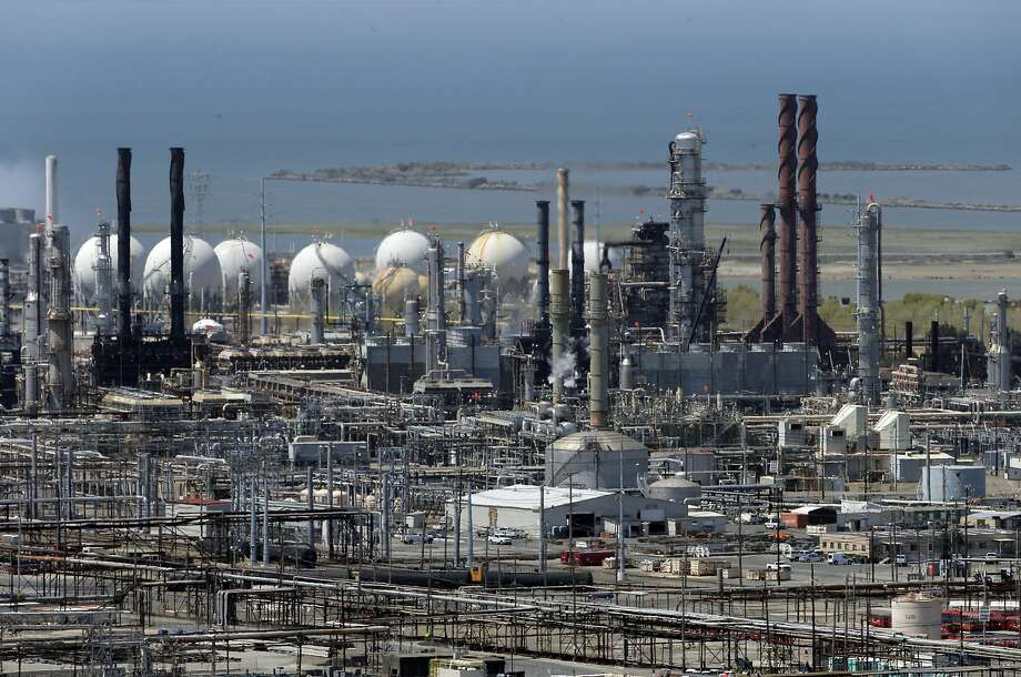 The Chevron Refinery in Richmond, Calif., on Thursday, July 23, 2015. The refinery was responsible for a noxious December 2016 smell that wafted across the Bay Area, regulators said Wednesday. Photo: Carlos Avila Gonzalez, The Chronicle