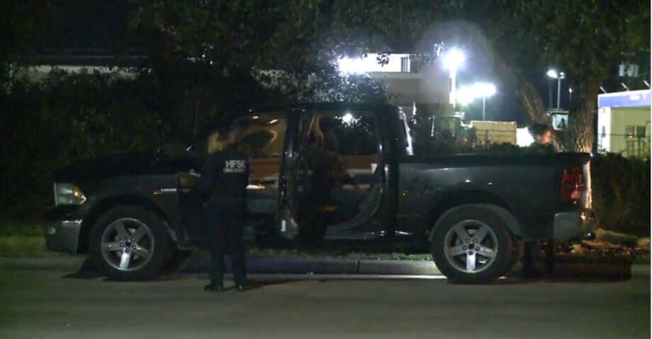 A man dies in a shooting about 12:15 a.m. Friday, Dec. 30, 2016, at an apartment complex at 19100 Glenwest Drive near Baybrook Mall in southeast Houston. (Metro Video)