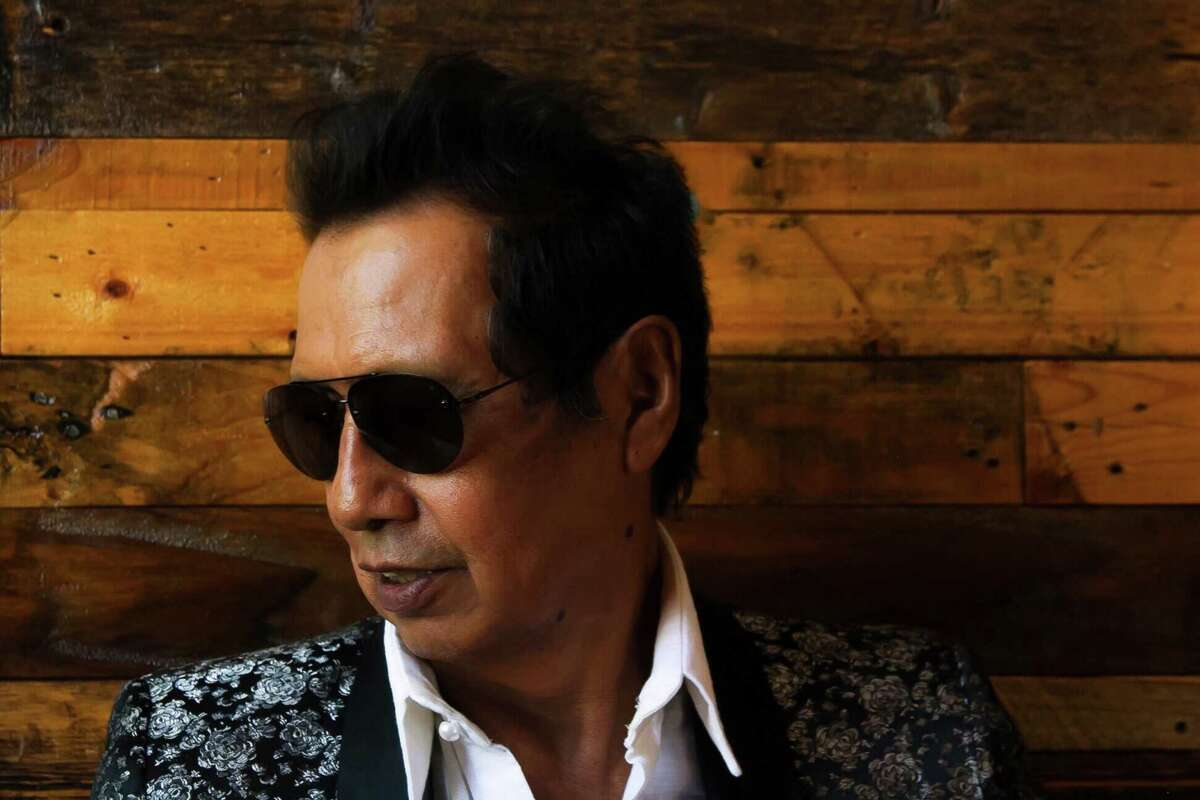 Alejandro Escovedo performs with his band at Fairfield Theatre Company's StageOne on Saturday, Jan. 7.