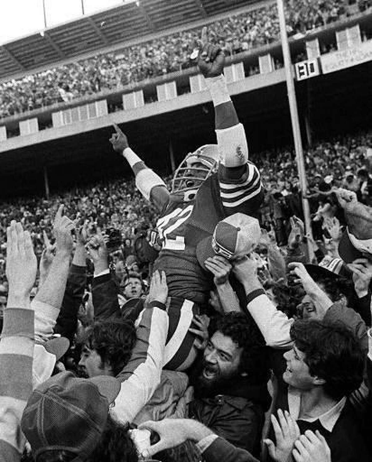 San Francisco 49ers Ronnie Lott is carried off the field by fans after the 49ers beat the New York Giants to win the division title at Candlestick Park in San Francisco, in this November 29, 1981 photo. Lott will be inducted into the Pro Football Hall of Fame during ceremonies in Canton, Ohio Saturday July 29, 2000. (AP Photo/Paul Sakuma)