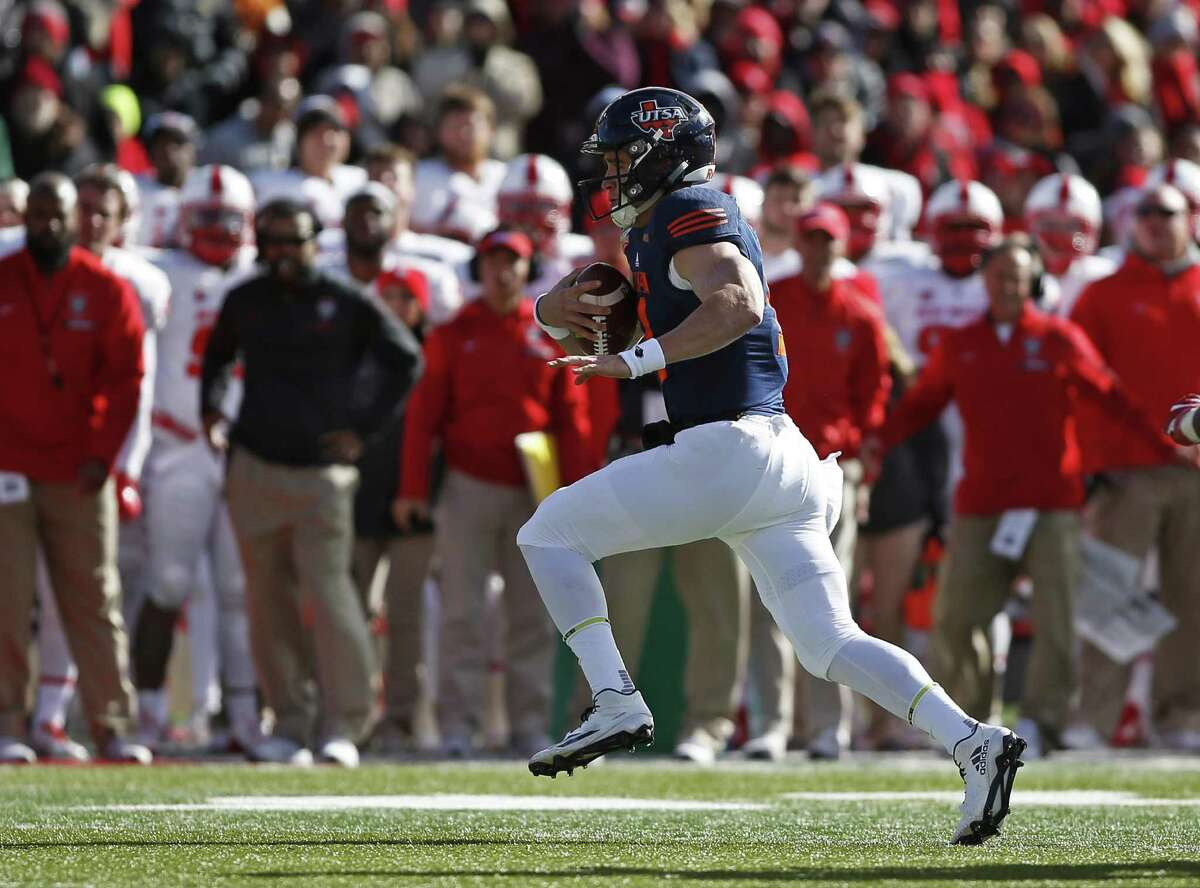 UTSA quarterback Dalton Sturm runs against new Mexico during the first half of the New Mexico Bowl on Dec. 17 Mexico in Albuquerque. Despite the losing effort, a reader congratulates the team - and the university - for their bowl appearance.